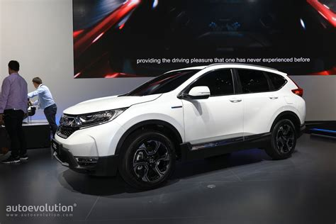 honda crv engine spec 2018 honda cr v abandons diesel for hybrid
