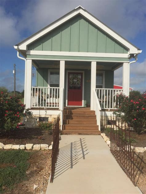 10 amazing tiny vacation rentals homeaway amazing grace cottage homeaway