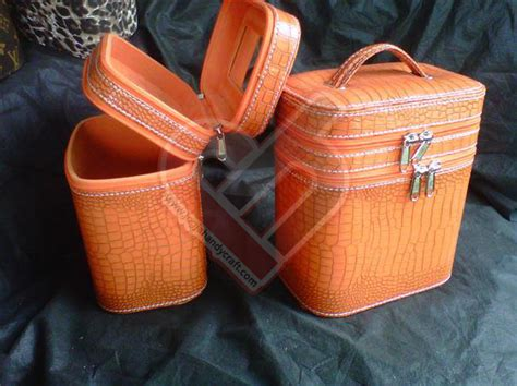 Tas Make Up Motif Croco make up kompartemen
