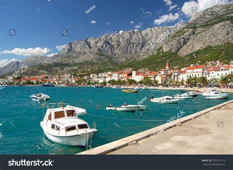 boat show restless boats on restless adriatic sea makarska stock photo