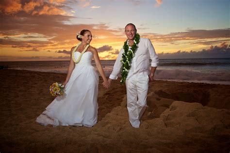 Galleries   Hawaiian Barefoot Weddings   Hawaiian Barefoot Weddings