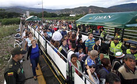 imagenes frontera venezuela colombia venezuelans flock across border due to food shortage