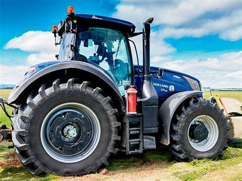 Review   New Holland T7.315 Blue Power Tractor
