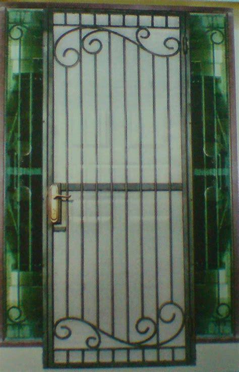 mencoba model pintu  teralis rumah minimalis