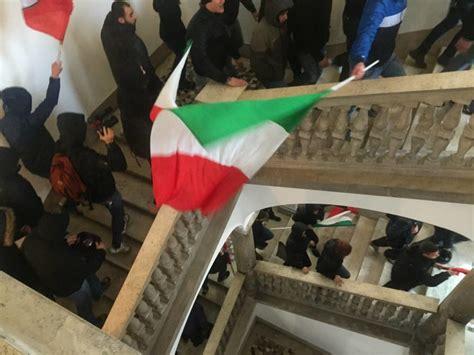 sede casapound roma ater sede occupata da casapound bandiera europea in