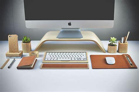 Home Office Setups houten bureau accessoires van grovemade zijn een lust voor