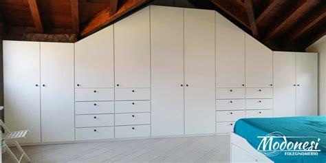armadio in mansarda armadio su misura per mansarda grande falegnameria modonesi