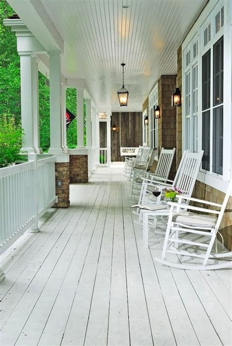 Windfang Flur by White Plank Floor Cottage Porch