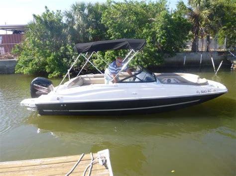 bayliner deck boat reviews bayliner 210 deckboat with an improved attitude boats