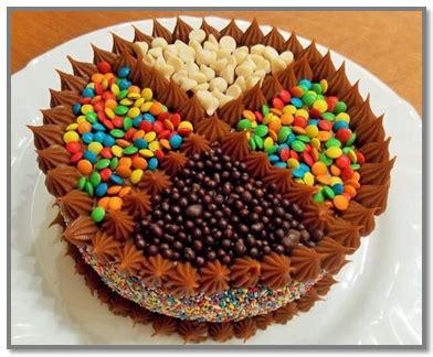 decorar tortas facil como decorar una torta infantil facil con golosinas