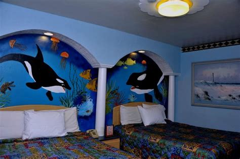 Tiki Hut Motel Whale Theme Room With 2 Queen Size Beds And Smoking Room