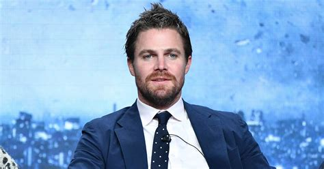 arrow star stephen amell  panic attack  interview