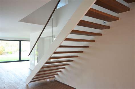 moderne holztreppe moderne holztreppe mit glasgel 228 nder treppenbau diehl in