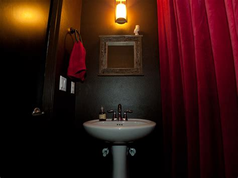 twin peaks themed bathroom