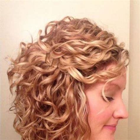 angled cut outward curl hairstyles 30 short haircuts for curly hair which look good on anyone