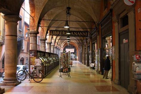 libreria nanni bologna vetrine bild fr 229 n libreria nanni bologna tripadvisor