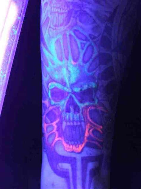 simple uv tattoo skull