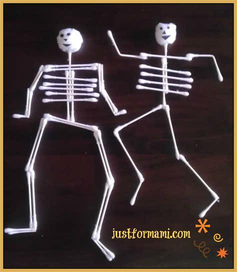 Imagenes De Calaveras Hechas Con Cotonetes   esqueletos de hisopo para decorar en halloween just for mami