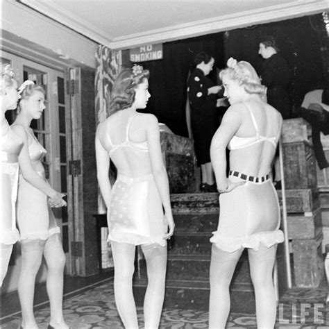 Nesa Shopp Andini Syari backstage at the show 1940s