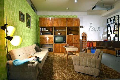 wohnzimmer 70er plattenbauten pioniere und karel gott auferstehung der