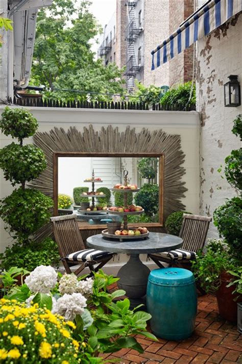tiny gardens small nyc manhattan garden city gardens small space