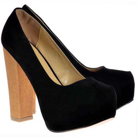 onlineshoe black suede with wood effect block heel