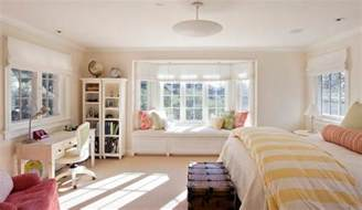 Windows On The Bay Decor How To Solve The Curtain Problem When You Bay Windows
