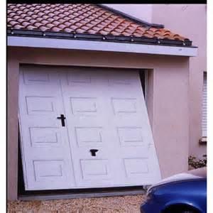 porte de garage basculante isolante avec ou sans portillon