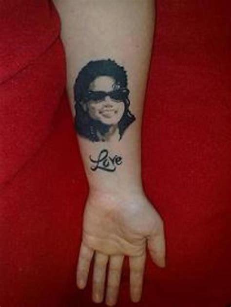 tatouage michael jackson portrait silhouette