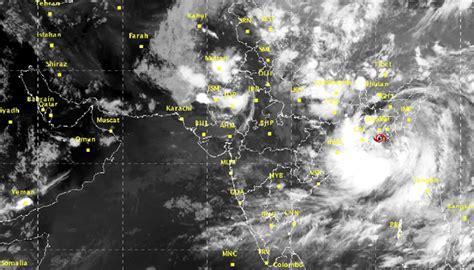 cyclone komen hits bangladesh coast heavy rains in west