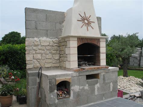 cheminee en brique cuisine construire barbecue faire un barbecue en