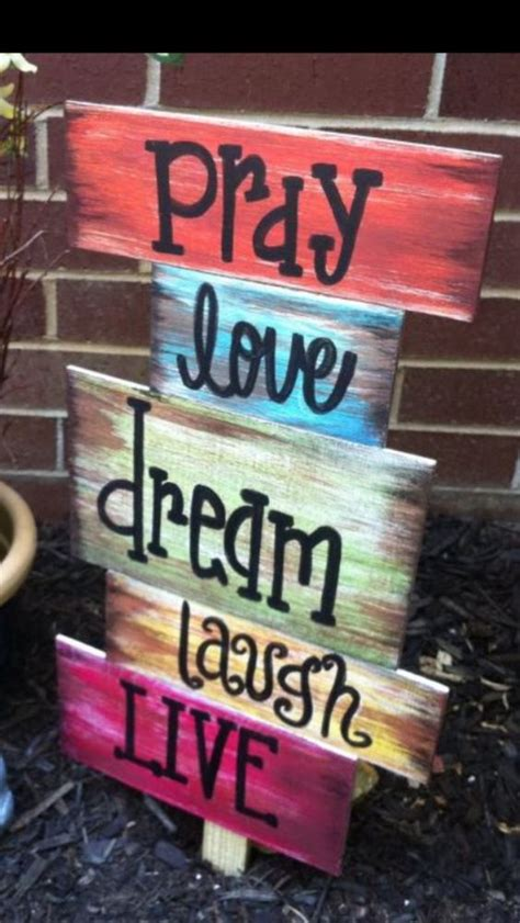 30  DIY Wood Pallet Sign Ideas & Tutorials