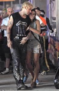 eva mendes gushes about boyfriend ryan gosling in marie