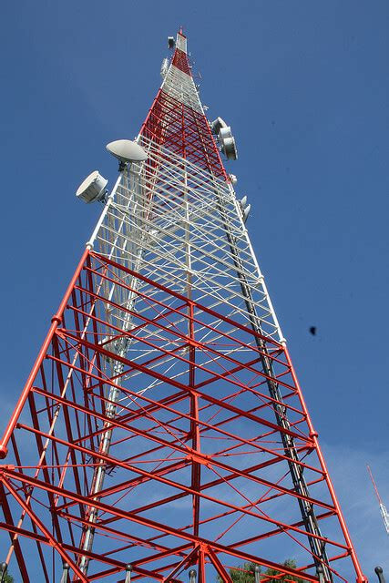 arrested for repeatedly climbing 200 foot antenna