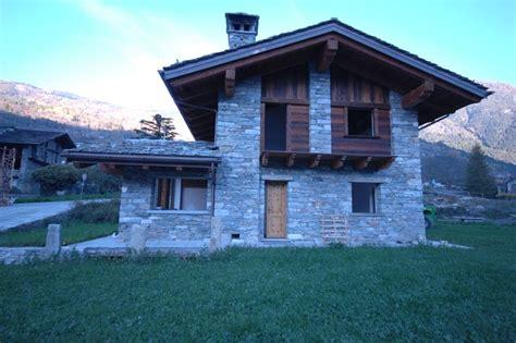 in pietra e legno in pietra e legno in montagna facciata altro
