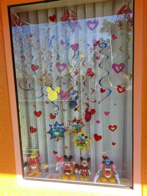 Window Decorations For by Best 20 Disney Window Decoration Ideas On Garland Resort Window Decorating And