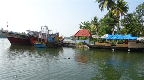 house boat at kollam alumkadavu the destination for watching houseboat making