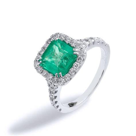 1 92 carat emerald gold cocktail ring at