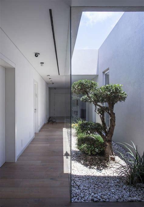 casas con jardin interior m 225 s de 1000 ideas sobre jard 237 n interior en