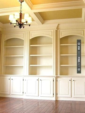 bookcase with crown molding diy crown moulding bookshelf do it your self diy