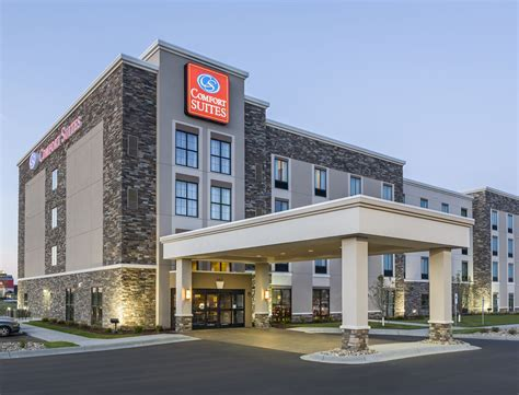 comfort inn on comfort suites 2017 room prices deals reviews expedia