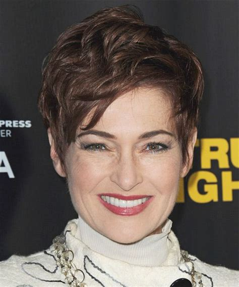celebrity hairstyles that fit a raoundish head carolyn hennesy hairstyle casual short straight the