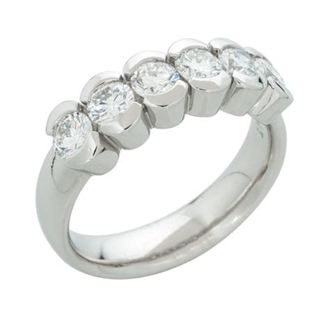 evaluating the quality of platinum jewelry that was