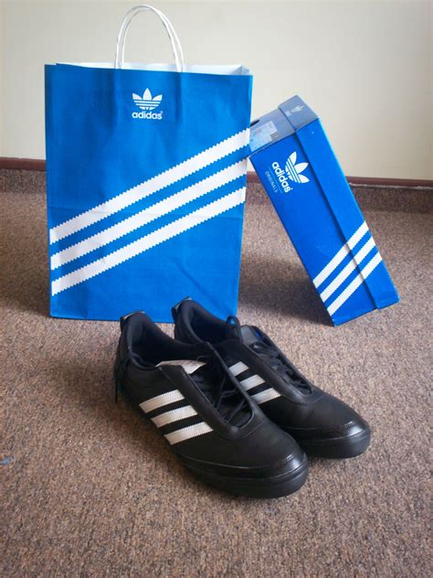 adidas wiki file adidas black shoes jpg wikimedia commons