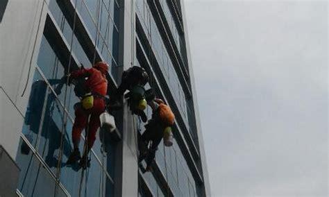 Pembersih Kaca pembersih kaca gedung gaharu indonesia 0852 1148 2968