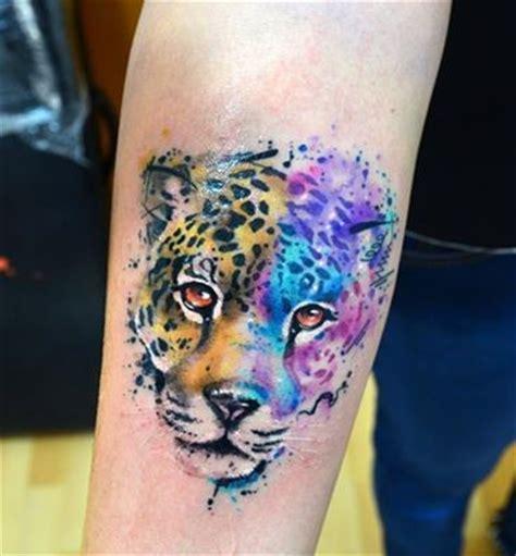 tattoo de animal print en la espalda tigre en acuarelas by javi wolf tatuajes para mujeres