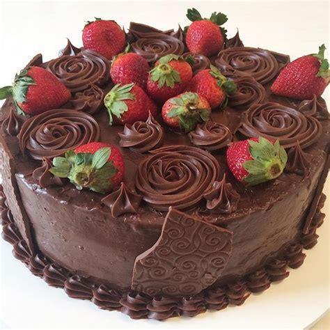 decorar bolo redondo 15 bolos decorados morangos