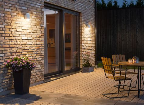 how to choose the best lights for your garden scotlight