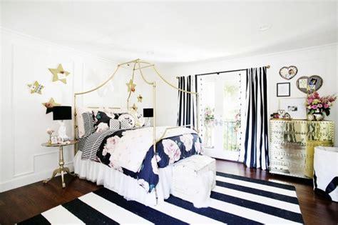 Alba Black Cewek white and gold stripe pillows design ideas