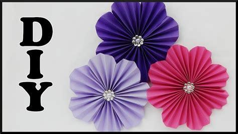 How To Make Paper Flower Wall Decorations - diy wanddeko papierblumen basteln easy paper flower